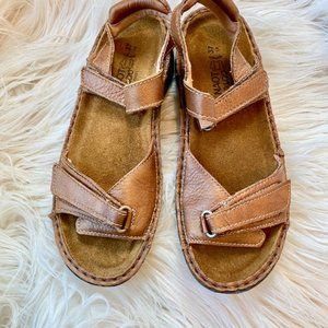 NWOT Naot Brown Leather Sandals Sz 6